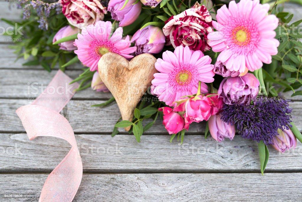 Arreglo Floral Con Flores De Primavera Para El Día De Las
