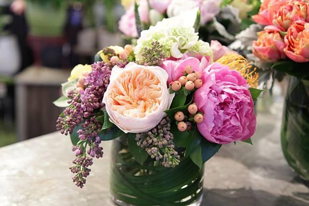 floral bouquet - bloemstuk stockfoto's en -beelden