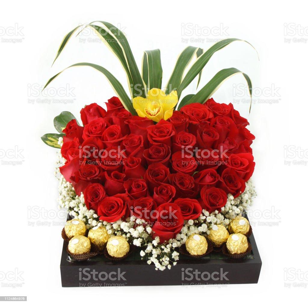 Arreglo Floral De Regalo Con Rosas Rojas Con Chocolates