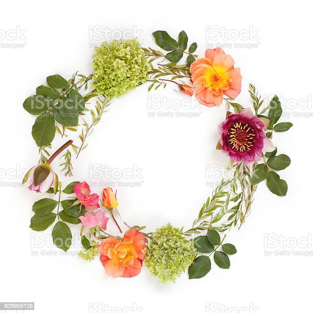 Floral round crown with flowers and leaves flat lay picture id629959126?b=1&k=6&m=629959126&s=612x612&h= e8btqpyusm5xeg1llh5cr1zxyv8tf8l 0phzbn35oe=