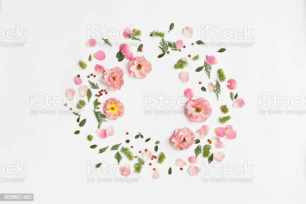 Floral round frame on white background flat lay top view picture id609801462?b=1&k=6&m=609801462&s=612x612&h=wlaqekuobcejlc th 5dlokrudqmonmrsbykkdofedg=