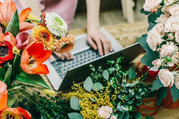Floral shop assistant using laptop picture id926025628?b=1&k=6&m=926025628&s=612x612&w=0&h=mvlh5fxbmsj7uz6skile mvowk3dlz uxjole5z5zwi=