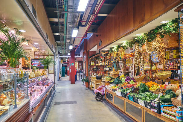 Florance Mercato Centrale Florence, Tuscany, Italy - November 16, 2017: Mercato Centrale, Fruit and vegetable stall in the City Central Market ('Mercato centrale' in Italian) mercato stock pictures, royalty-free photos & images