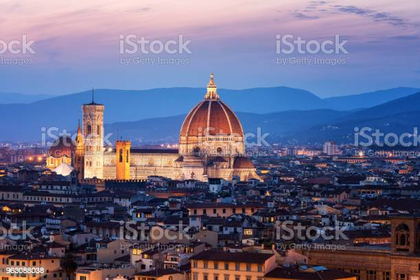 Florence cathedral at night in florence italy picture id963088038?b=1&k=6&m=963088038&s=612x612&h=jzf0rex4dzekefc798tsuzxlhdkzb7gzga1tlgpi3l4=
