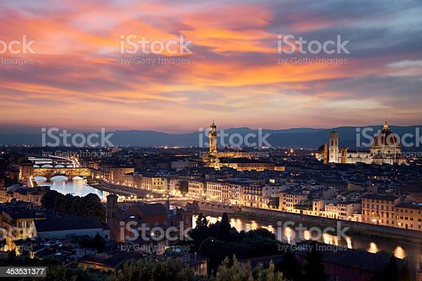 Florence cityscape at night picture id453531377?b=1&k=6&m=453531377&s=612x612&h=yo4ydednpc7qtzeahrbr06yvghq wwaqaokot  qgm0=