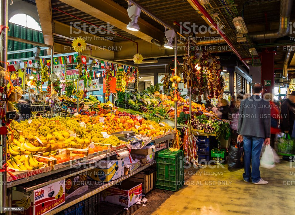 Florence, Italy. Fruit and vegetable stall in the Central Market - foto stock