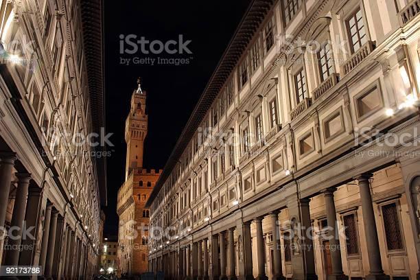 Florence ufizzi at night picture id92173786?b=1&k=6&m=92173786&s=612x612&h=0g8qtduxxeluud2xmme0lms3xliyruq8tkmuv drsow=