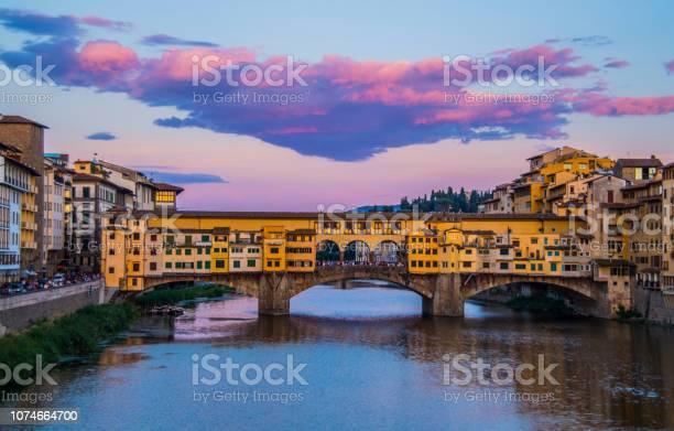 Florenceitaly ponte vecchio picture id1074664700?b=1&k=6&m=1074664700&s=612x612&h=chnh7bzhf oxvfynsy yrbxwca96fb270tdxuibeuzw=