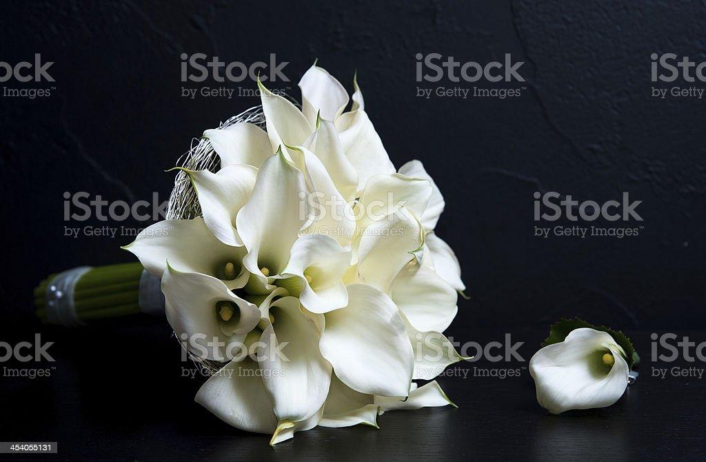 Flores Blancas En Fondo Negro Stock Photo More Pictures Of Bouquet