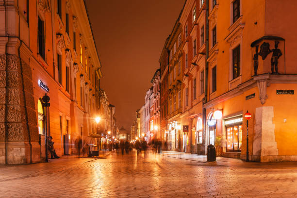 Florianska Einkaufsstraße in der Nacht, Krakau, Polen – Foto