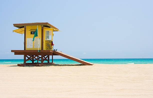 florida beach and lifeguard hut - badvaktshytt bildbanksfoton och bilder