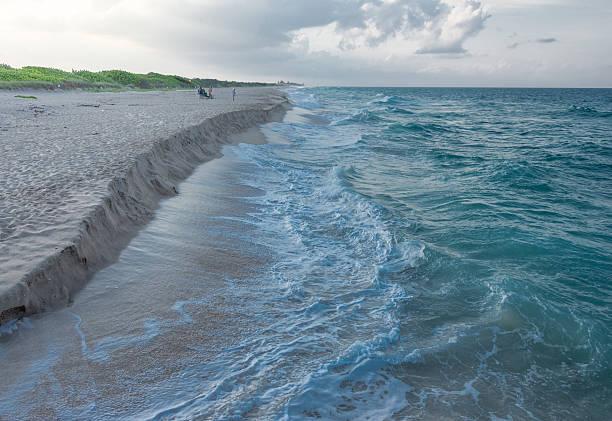plaży florydy erozji - erodowany zdjęcia i obrazy z banku zdjęć