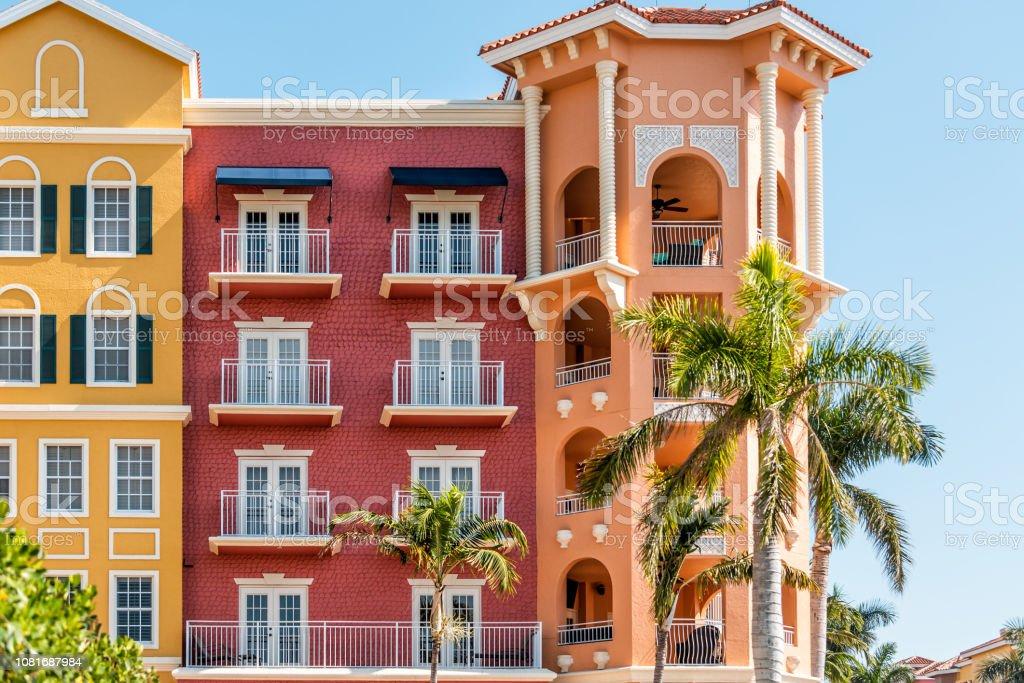 Florida Ferienwohnung Eigentumswohnung Bunt Rot Und Orange