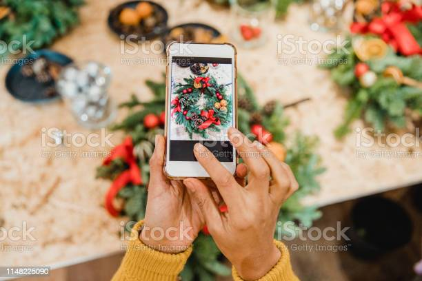 Florist creating social media content picture id1148225090?b=1&k=6&m=1148225090&s=612x612&h=fqs2wa6efetdfcnu4qrgiresakmofqknt3xouhvfjbk=