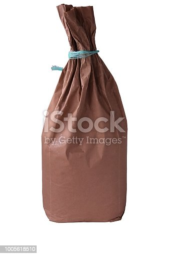 912671588istockphoto Flour in Kraft paper-pack isolated on white background 1005618510
