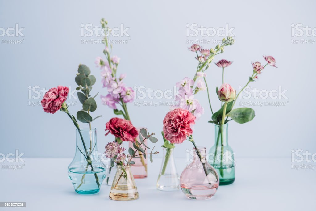 Arrangement de fleurs au pastel photo libre de droits