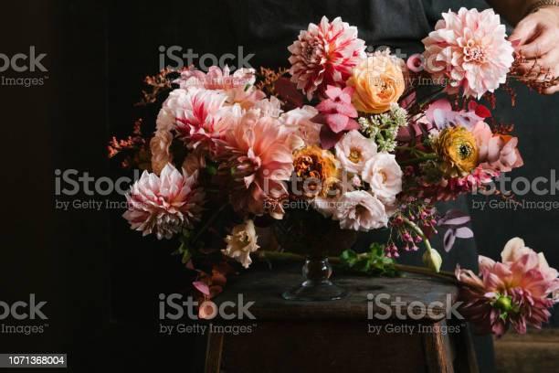 Flower arrangement picture id1071368004?b=1&k=6&m=1071368004&s=612x612&h=khjesbuwapx7dhkky2pil7rwxxnplr65jgrbsqdqrao=