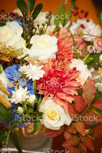 Blomsterarrangemang-foton och fler bilder på Arrangera
