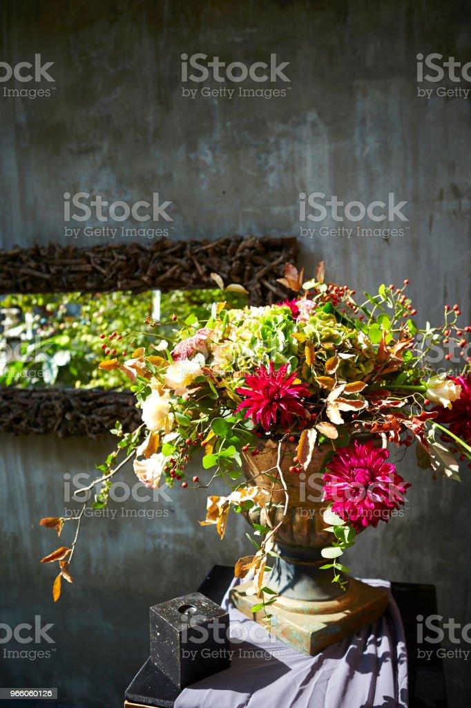 Blomsterarrangemang - Royaltyfri Arrangera Bildbanksbilder