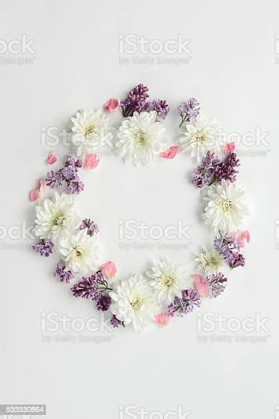 Flower background composition flat lay picture id533330864?b=1&k=6&m=533330864&s=612x612&h=ugarv nfo6k7u3nqwrvm75dxylahs k qloiiyelksc=
