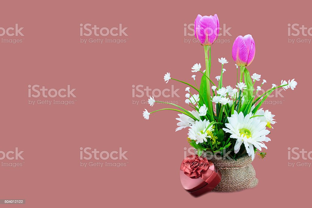 Bouquet De Fleurs Dans Un Panier Et Lire Cœur Coffretcadeau Photos