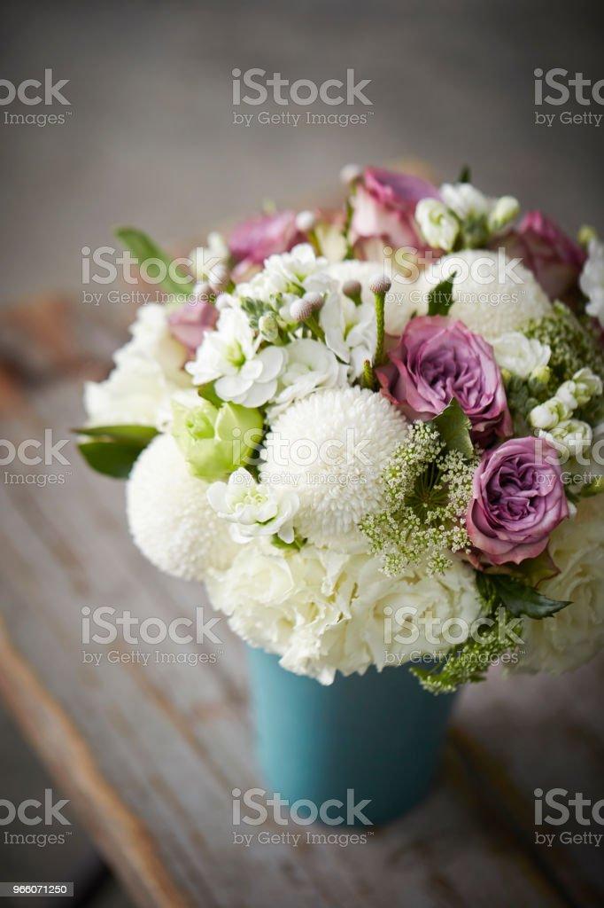 Blombukett - Royaltyfri Behållare Bildbanksbilder