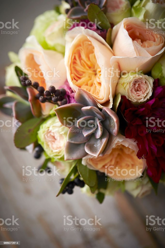 Blombukett - Royaltyfri Blomkorg - Blomdel Bildbanksbilder