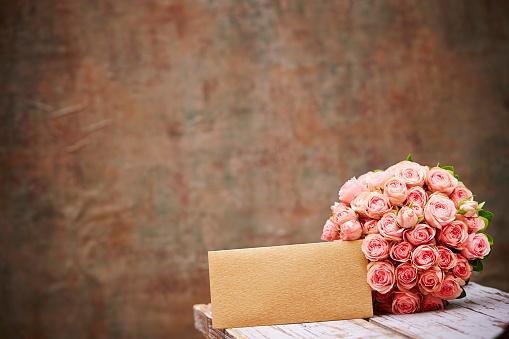 Bloemboeket Met Envelop Stockfoto en meer beelden van Bloem - Plant