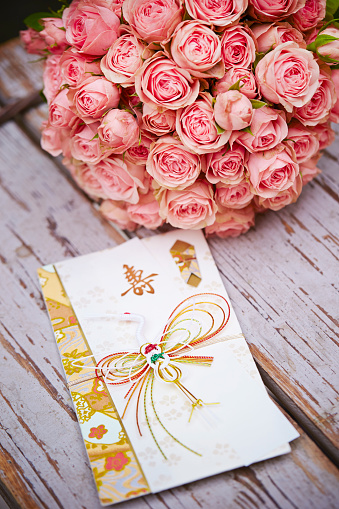 Blombukett Med Kuvert-foton och fler bilder på Blomkorg - Blomdel