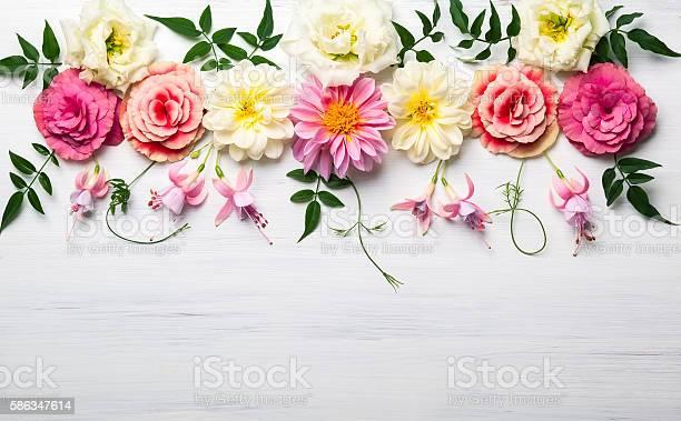 Flower composition picture id586347614?b=1&k=6&m=586347614&s=612x612&h=hw8x pqjknhqukzob5vuxyx1oxfvjvdp tt4mofopg8=