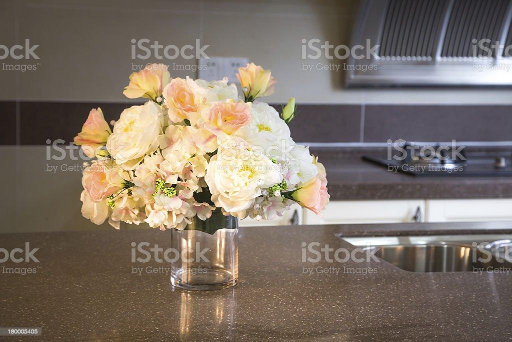아이리스입니다 부엌 테이블에 있는 royalty-free 스톡 사진