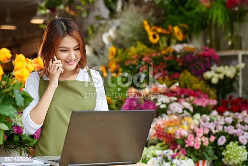 istock Flower Shop Owner Focused on Work 897498656