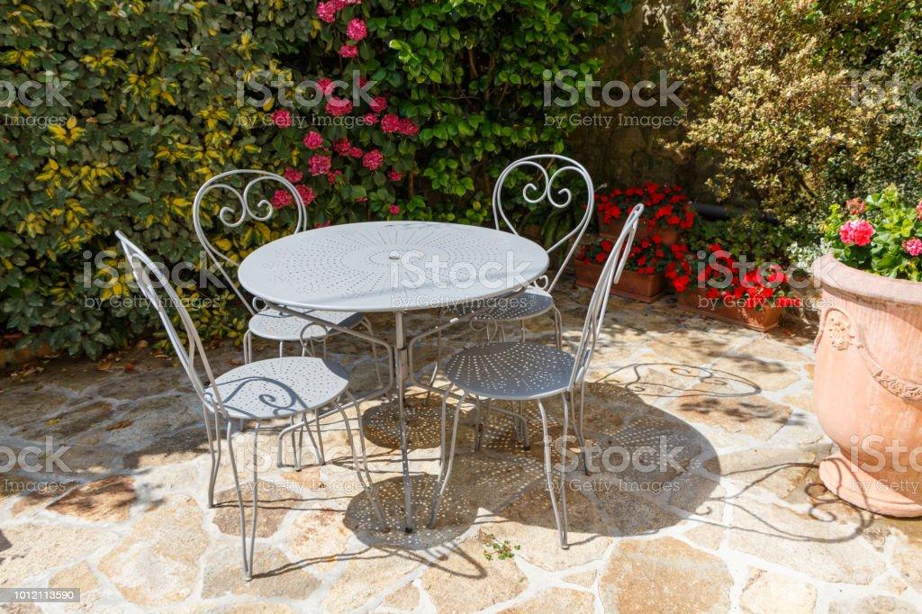 Photo libre de droit de Terrasse Fleurie Avec Salon De ...