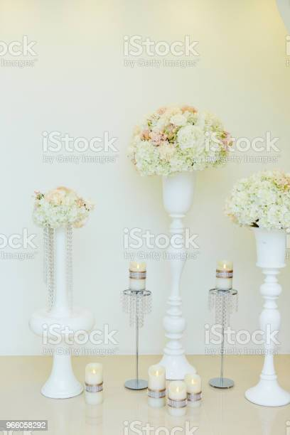 Blommor Och Ljus-foton och fler bilder på Blomkorg - Blomdel