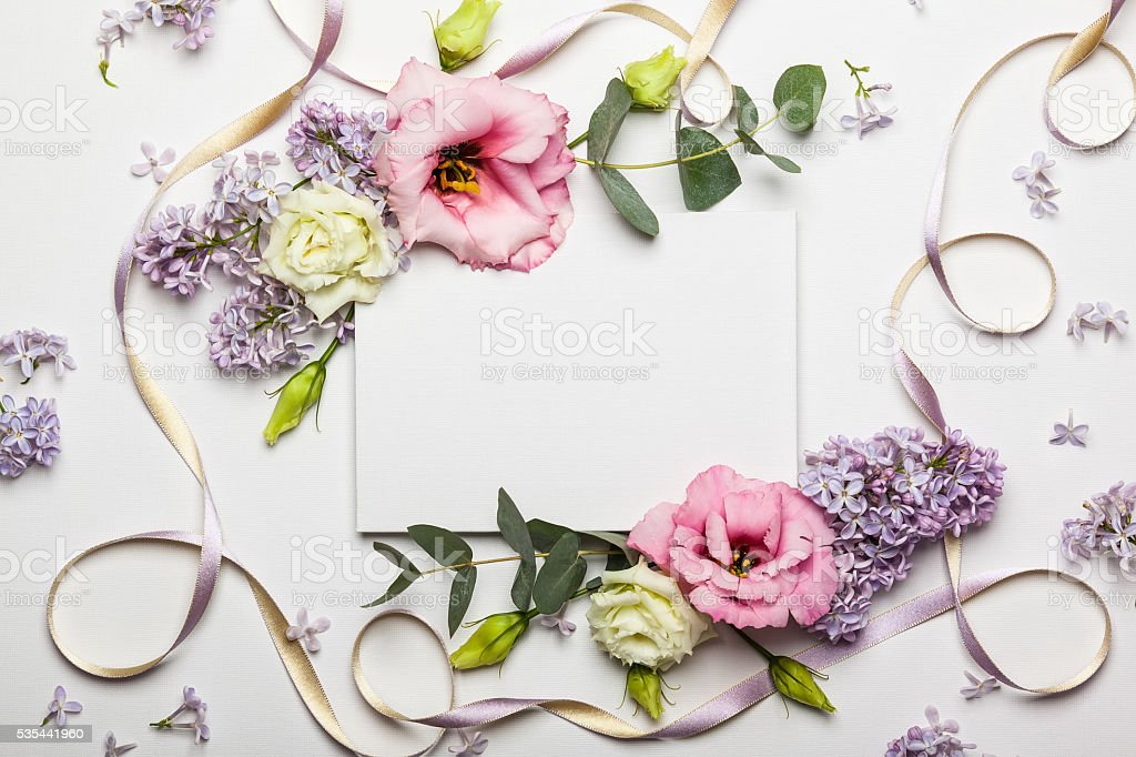Flowers and invitation card – Foto