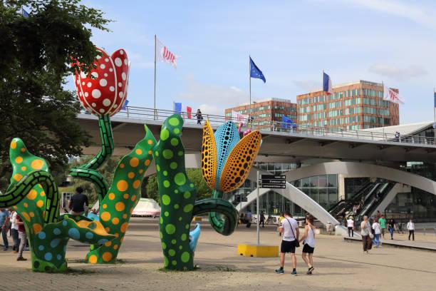 Blumen am Bahnhof in Lille, Frankreich – Foto