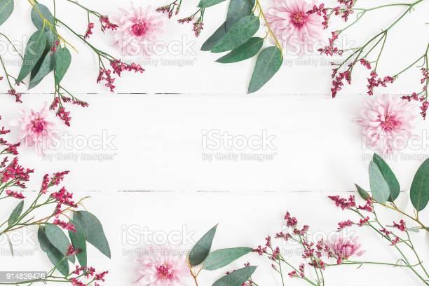 Flowers composition on white wooden background flat lay top view picture id914839476?b=1&k=6&m=914839476&s=612x612&h=sec5qms6pjjkdwkrozlsx26 dpjqlmvsx kxgbkuhwg=