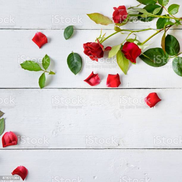 Flowers composition red roses on a white wooden background flat lay picture id878221064?b=1&k=6&m=878221064&s=612x612&h=imep6jd4sdhcpwb2 ub5xgorglrjg75bsiz45hbvv90=
