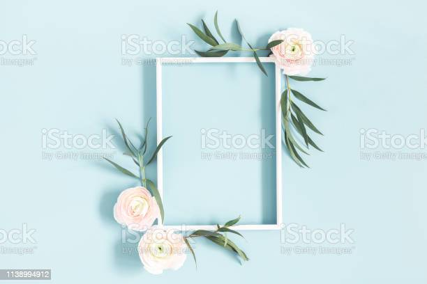 Flowers composition white flowers eucalyptus leaves photo frame on picture id1138994912?b=1&k=6&m=1138994912&s=612x612&h=2teym vkzw5izc6tqfeooijompguiii22ulagrvp9r4=