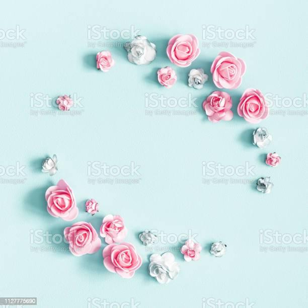 Flowers composition wreath made of rose flowers on pastel blue day picture id1127775690?b=1&k=6&m=1127775690&s=612x612&h=skam0cj6zkbrg1lpfqcfms8x jagwol cum3pelfnxo=