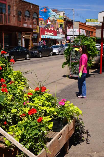 Blumen zum Verkauf bei einem Outdoor-Floristen – Foto