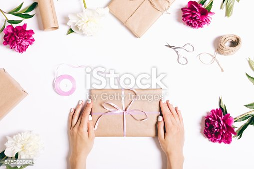 istock Flowers, gifts and festive decorations 875293968