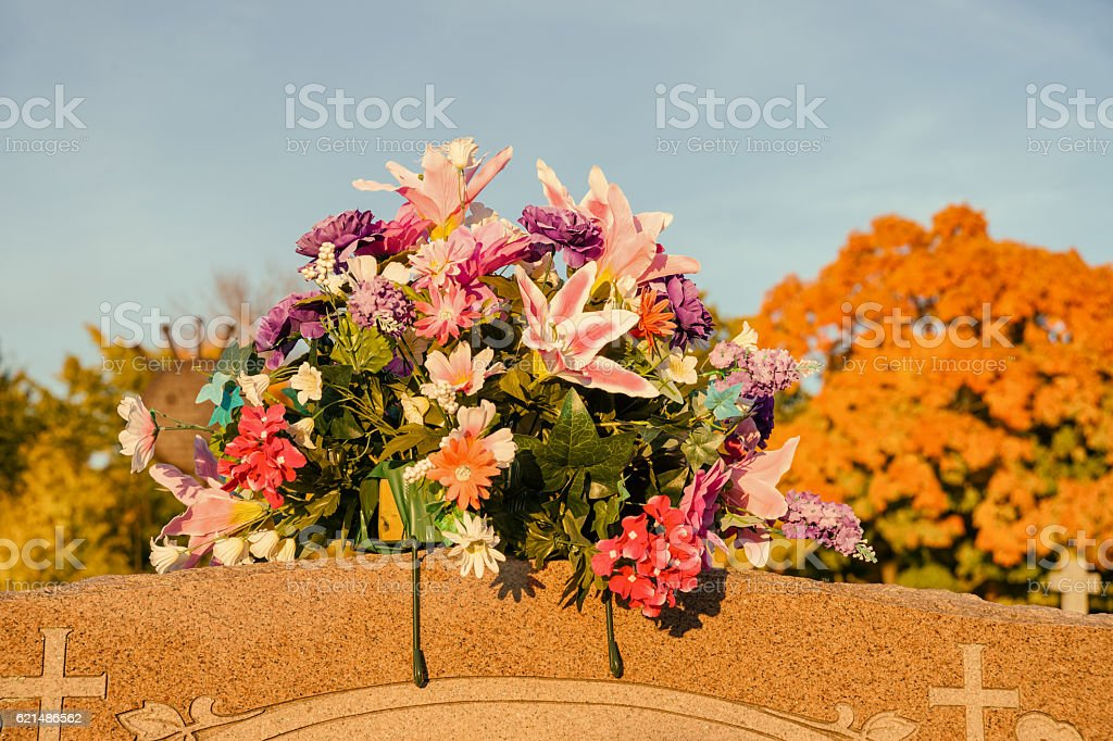 Flowers in a cemetery photo libre de droits