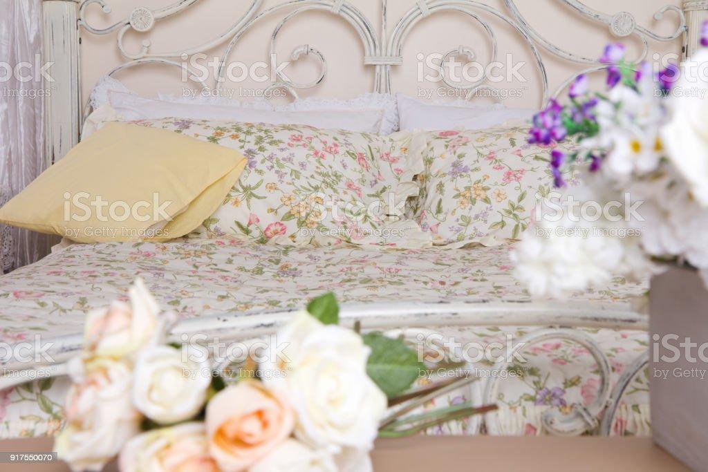 Blumen Im Schlafzimmer Stockfoto und mehr Bilder von Bett - iStock