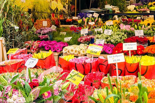 flowers on a market stall - günstig nach amsterdam stock-fotos und bilder