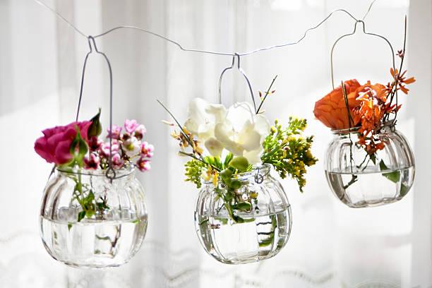blumen frühling und sommer hängen wunderschönen umgebung stimmung duft frischen - vase glas stock-fotos und bilder