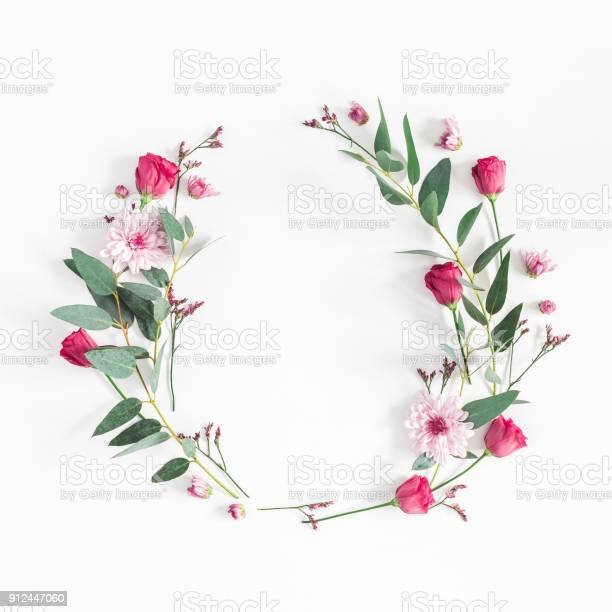 Flowers wreath on white background flat lay top view picture id912447060?b=1&k=6&m=912447060&s=612x612&h=rn9ci5 a6ylgscmkdodzoufamamf0m2yn23pr 7  he=