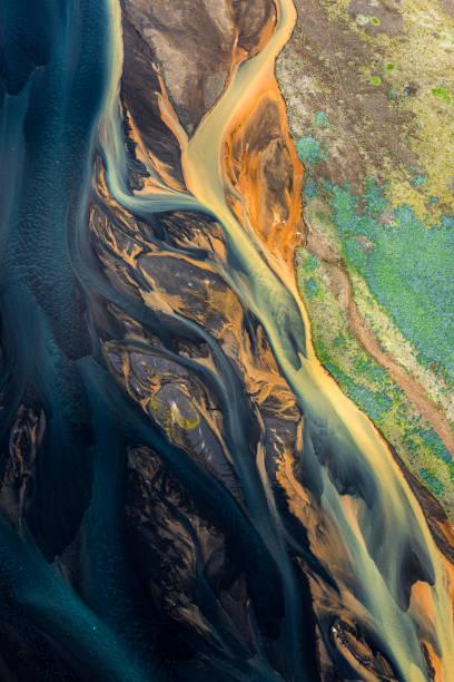 Eine fließende Landschaft isländischer Gletscherflüsse – Foto