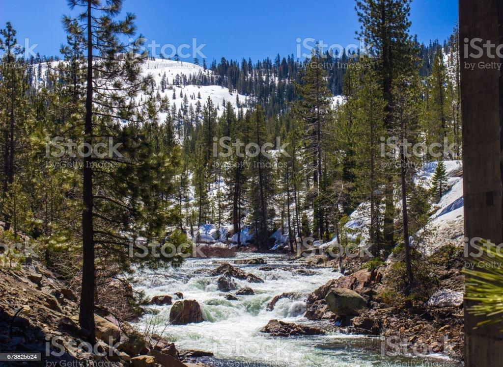Flowing River From Snow Melting photo libre de droits