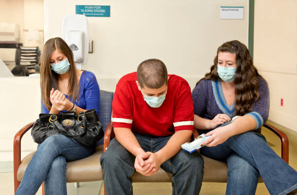 influenza nella sala d'attesa di un ospedale - febbre russa foto e immagini stock